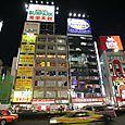 4_tokyo_shinjuku_soir_facades
