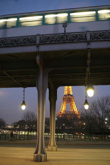 1paris_bir_hakeim_bridge