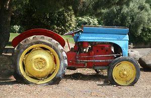 1il_pelter_kibbutz_tractor