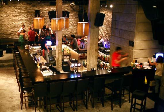 1wn_tel_aviv_dancing_bar_wine