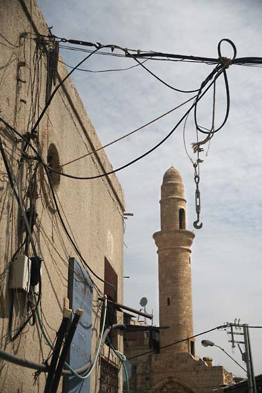 1tel_aviv_lines_jaffa_mosque