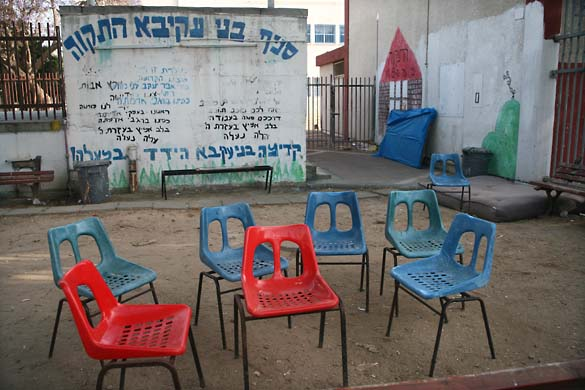 1tel_aviv_lines_empty_chairs
