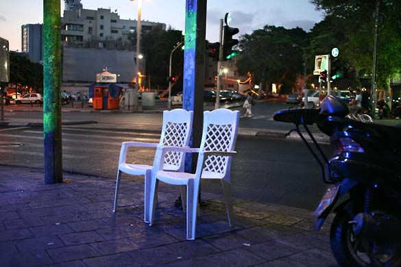 1tel_aviv_night_white_armchairs