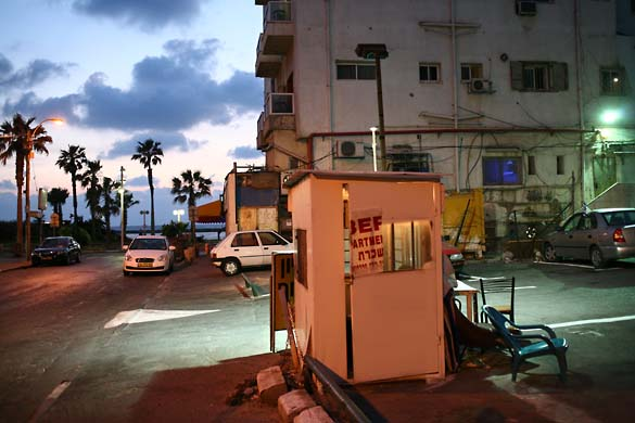 1tel_aviv_night_park_booth