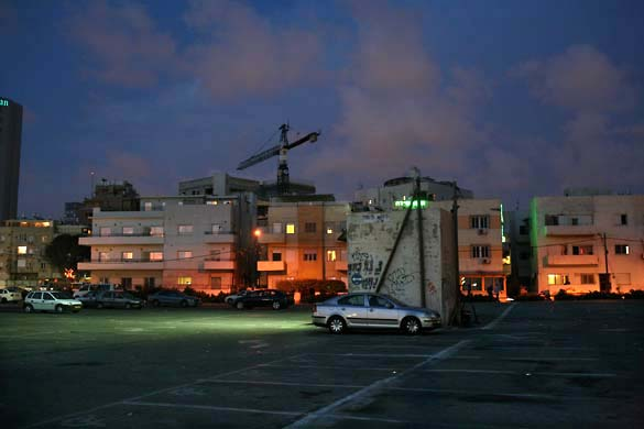 1tel_aviv_night_empty_lot