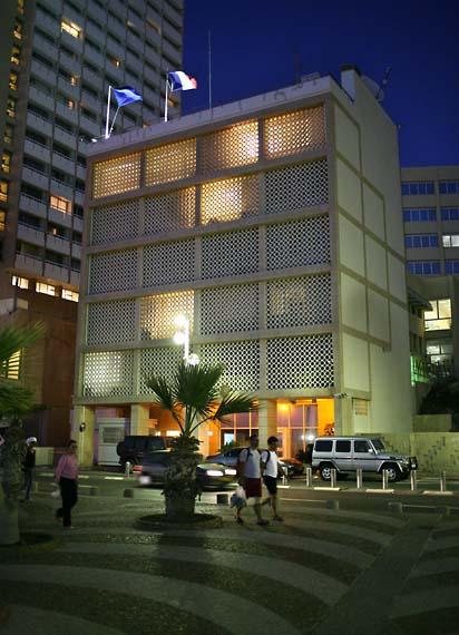 1tel_aviv_archi_french_embassy
