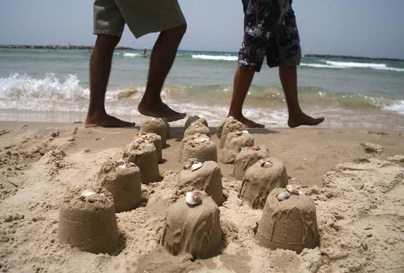 1tel_aviv_lines_sand_feet