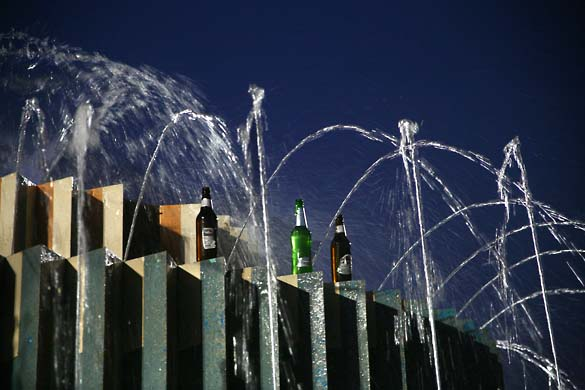 1tel_aviv_lines_beer_fountain