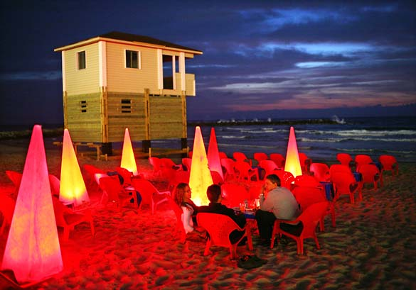1tel_aviv_night_beach_bar