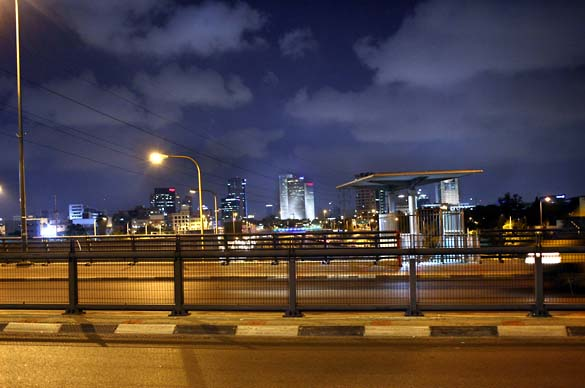 1tel_aviv_night_hagana
