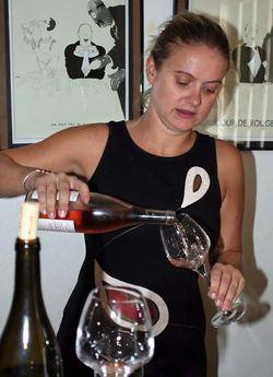 1saladin_elisabeth_pours_wine