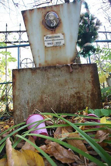 1soviet_cemetery_pink_plastic_glasses