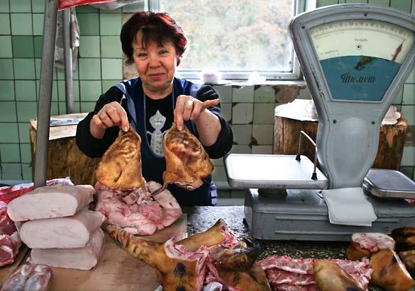 1wn_pig_ears_donetsk_market