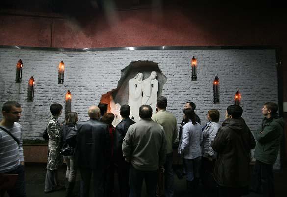 1Artyomovsk_weeping_wall