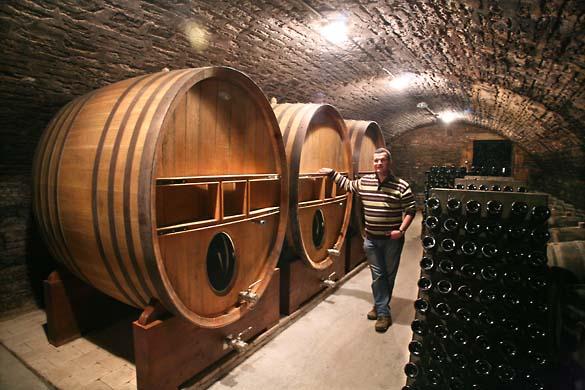 1horiot_riceys_foudres_cellar