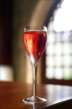 1horiot_champagne_rosé_bubbly