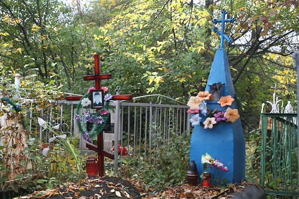1soviet_cemetery_candy_colors