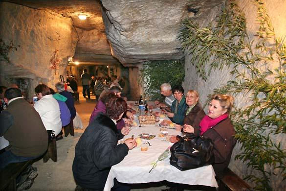1underground_dinner_tables_tuff
