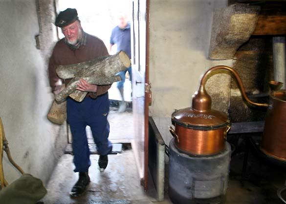 1bouilleur_cru_wood_distillery