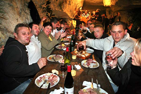 1underground_dinner_glasses_up