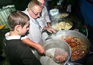 1underground_dinner_kitchen1