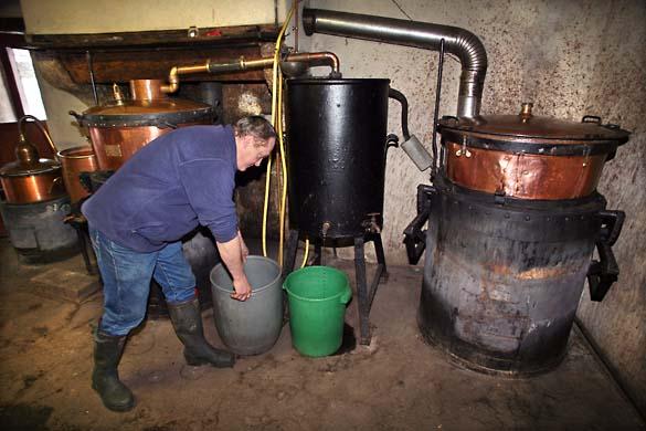 1bouilleur_cru_artisanal_distillery