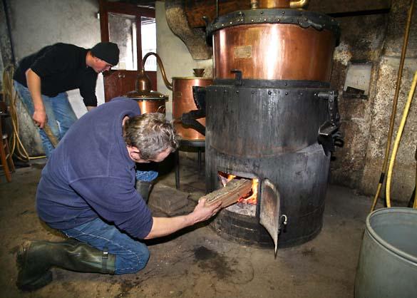 1bouilleur_cru_wood_distiller