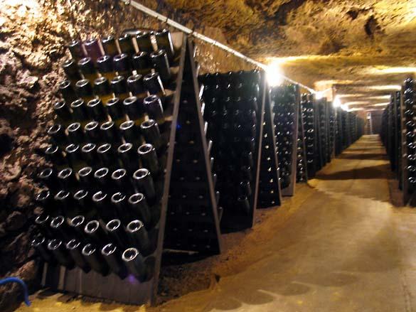 1huet_caves_pupitres_pleins