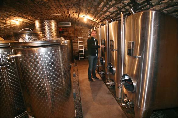 1JM_Roulot_vat_cellar