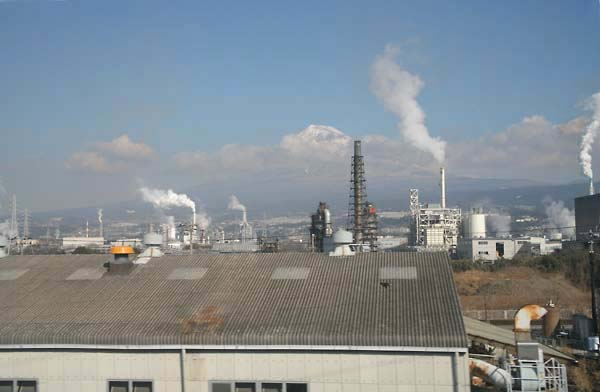 1japan_fuji_san_chimneys