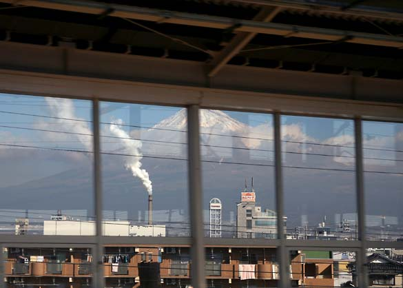 1japan_fuji_san_chimneys3