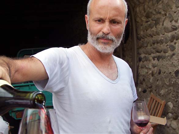 1allemand_pouring_wine