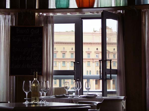 1dissident_moscow_view_tables