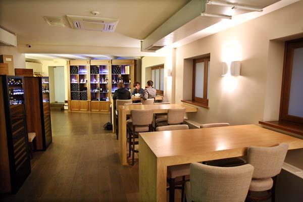 1rosso_bianco_wine_bar-room1