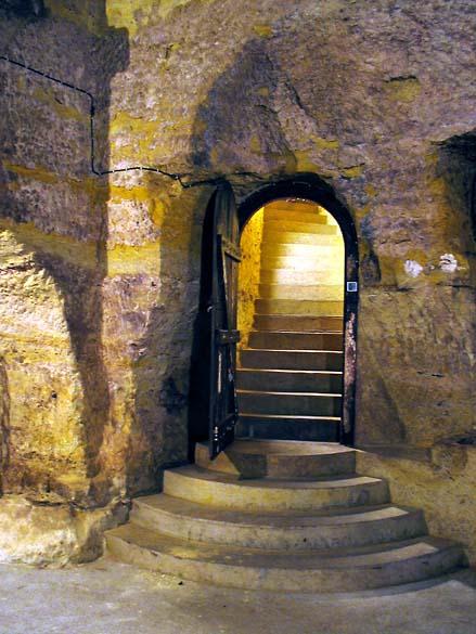 1huet_caves_escalier1