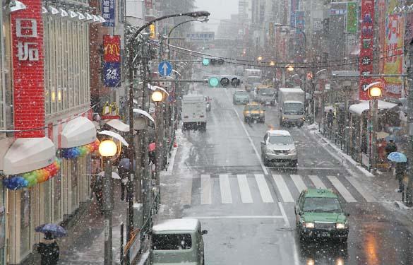 1japan_ikebukuro_snow