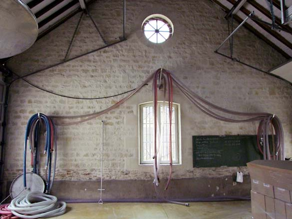 1ampelidae_les_roches_hoses_winery_tools