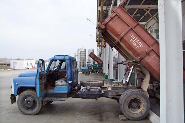 1tamagne_crusher_unloading_truck