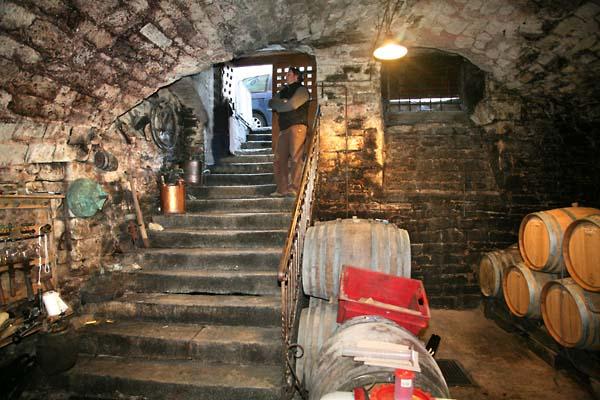 1tournelle_jura_escaliers_cave