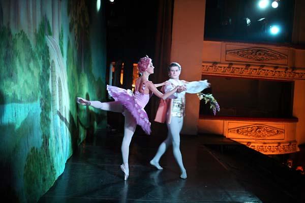 1russia_ballet_devant_rideau