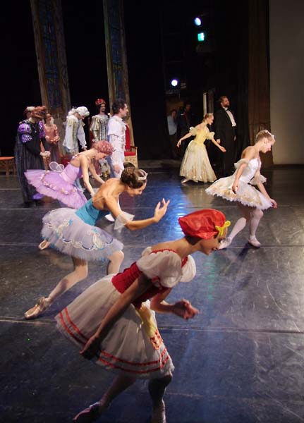 1russia_ballet_NN_end_salute