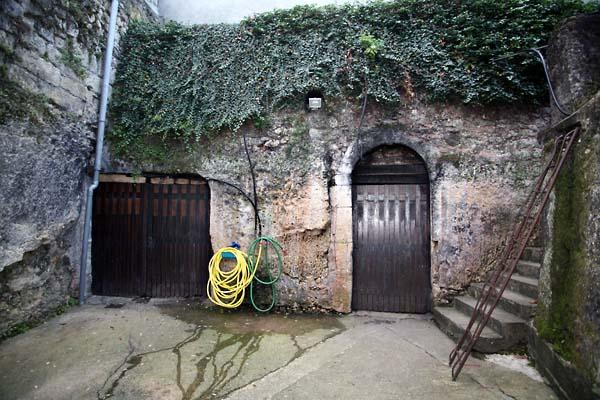 1lise_bertrand_jousset_porte_cave