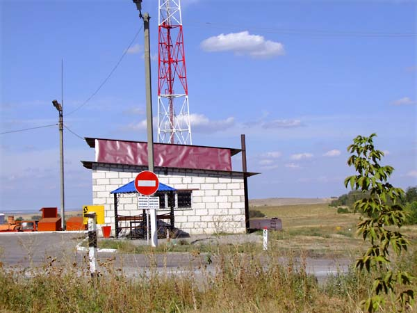 1russia_backyard_gasstation2