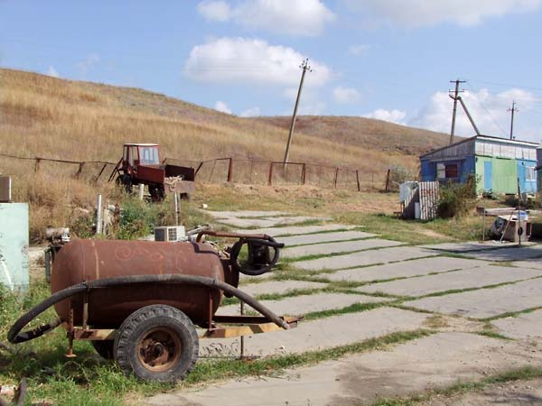 1russia_pioneer_camp_tractor