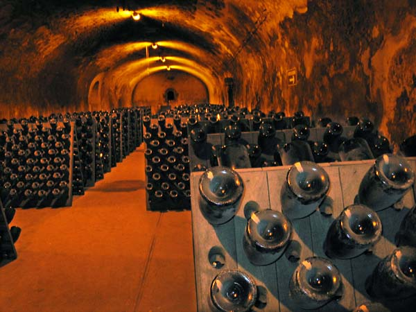 1krug_riddling_cellar_champagne