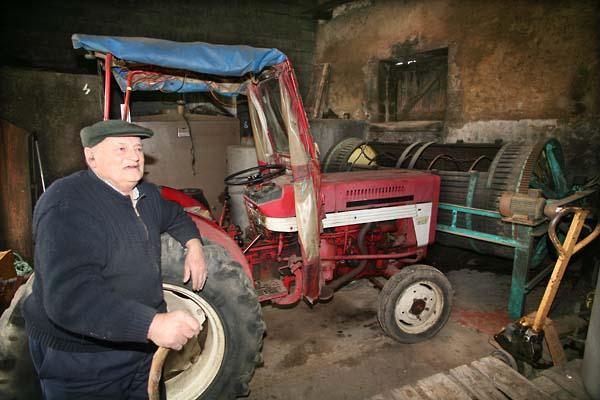1garnon_hugues_tractor_press_chai
