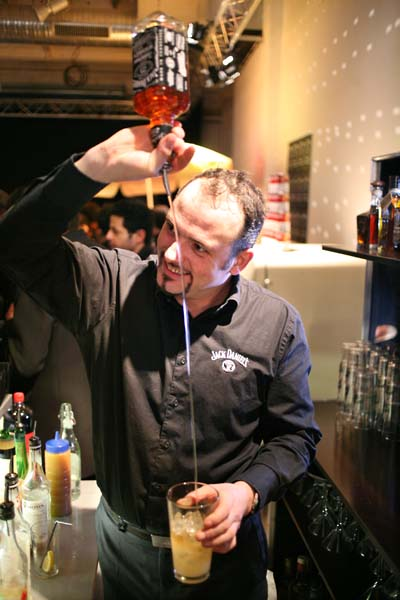 1nights_paris_whisky_flair_bartender
