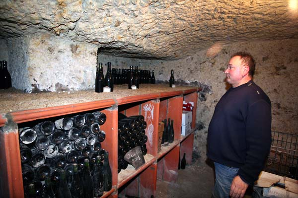 1jean_marie_renvoise_bottle_cellar_old_chenin