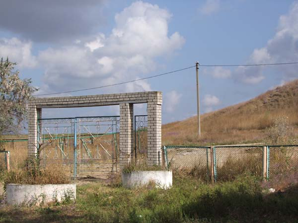 1russia_pioneer_camp_brick_gate