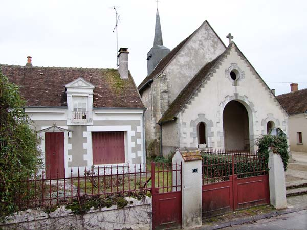 1oisly_coop_eglise_maison_cure